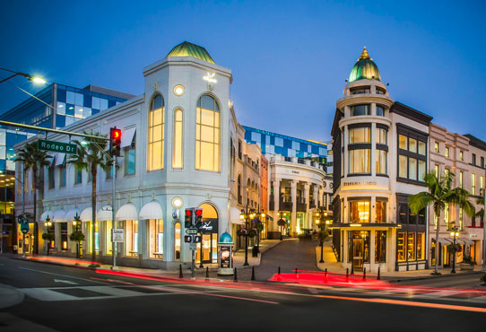 two-rodeo-drive-rodeo-drive-and-dayton-way-intersection-at-night