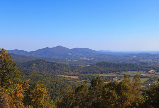 the-mountains-in-virginia-from-the-blue-ridge-parkway-in-the-fall